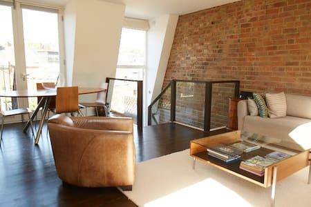 Amazing 2 Bedroom Roof Terrace Flat in Hampstead - ลอนดอน