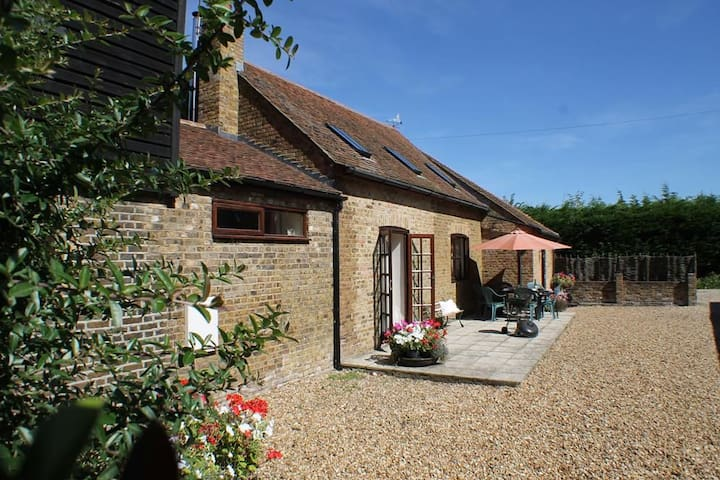 The Old Stable at Upchurch Sleeps 6, has been thoughtfully converted to make for a wonderful Kent holiday. - Upchurch, Maidstone - Huis