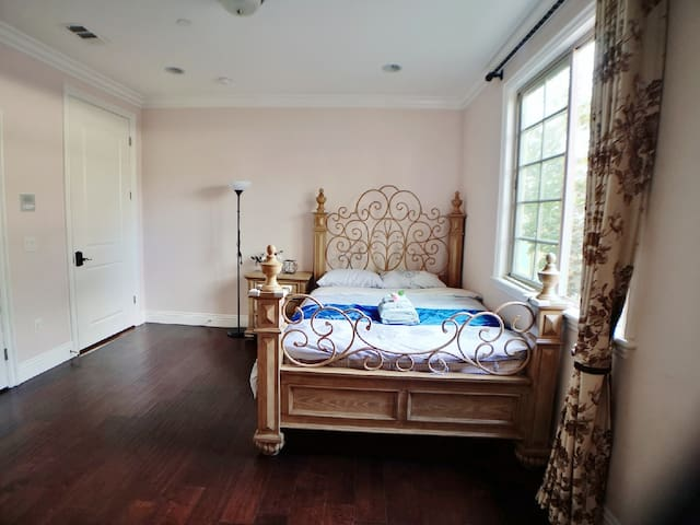欧式艺术设计大别墅附近大华超市标准床