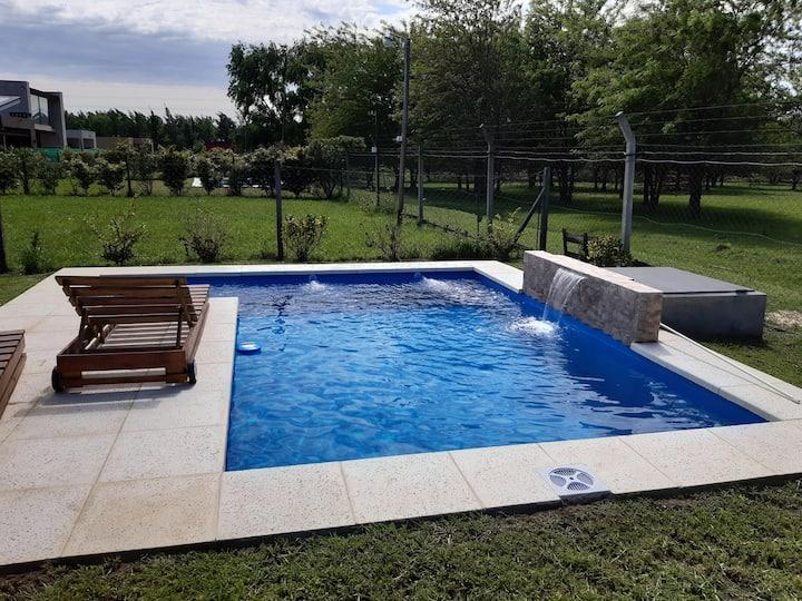 Casa a estrenar con piscina Country s/panamericana