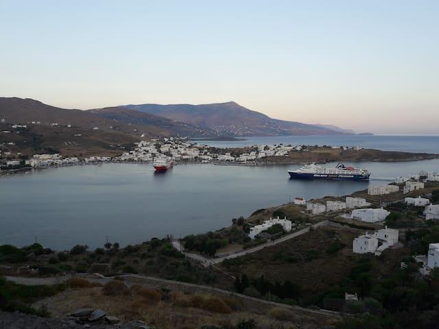 Λιμάνι Γαυρίου, Μαγευτική Θέα  - '' Κοράλλι''