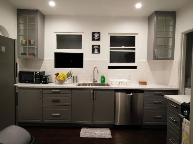 Shared room for males in West Hollywood LA