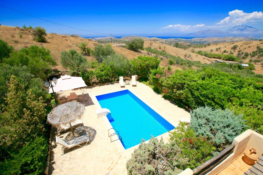 Private pool and sea views
