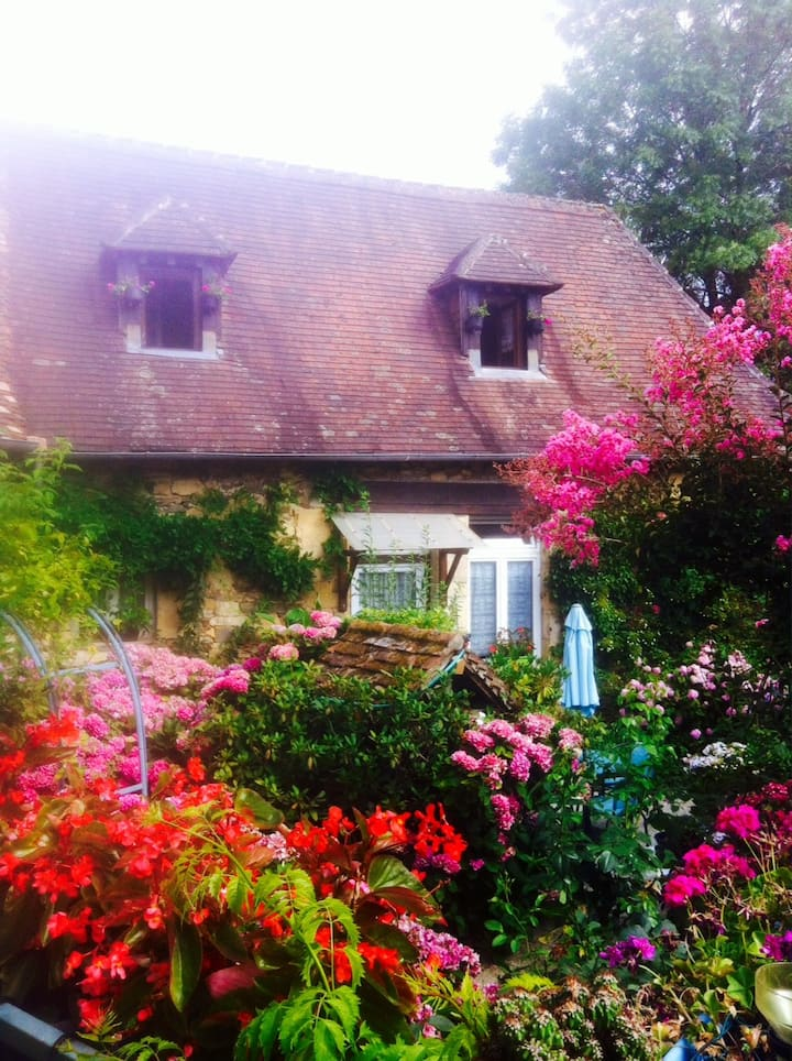 Maison de campagne dans hameau paisible