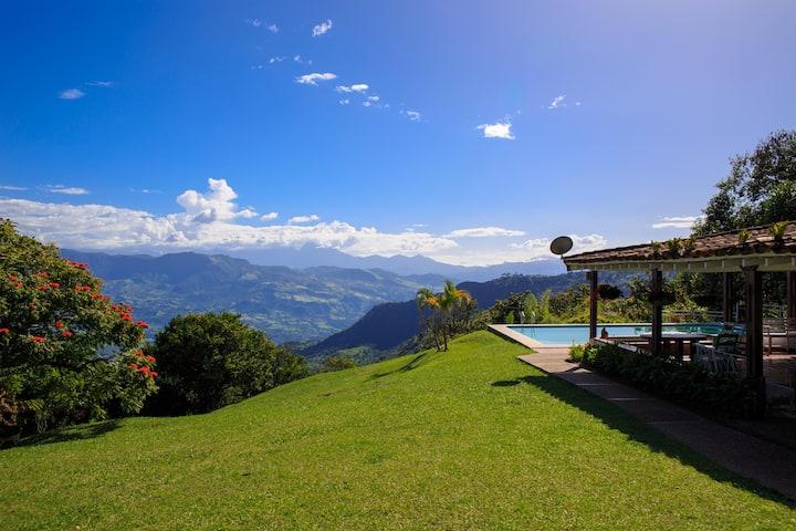 Refugio  privado - paisaje privilegiado. CAMPOAMOR