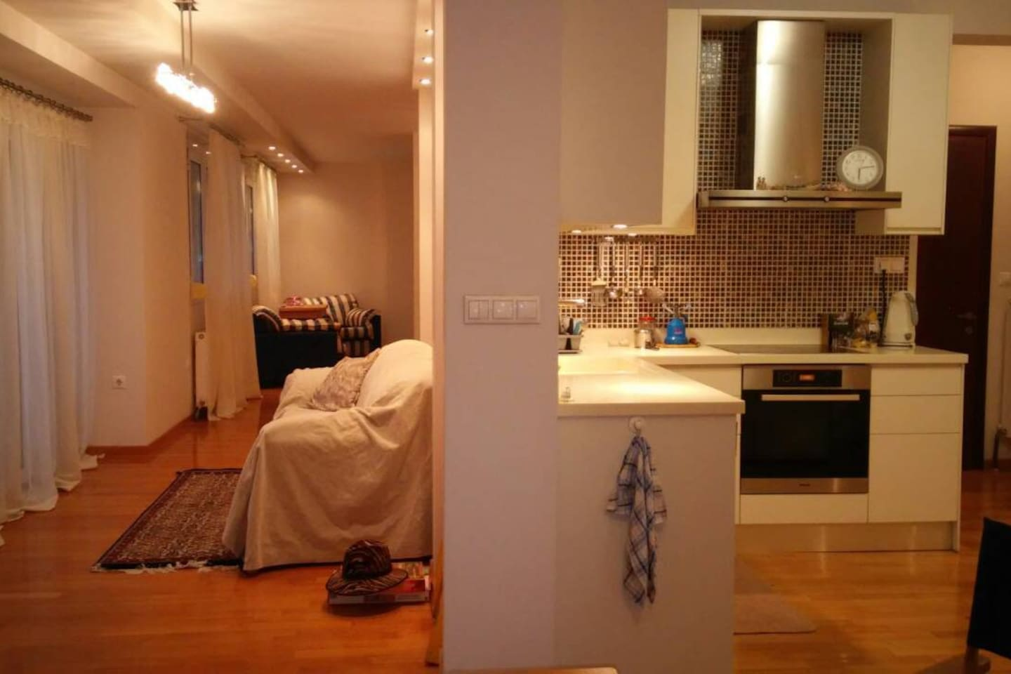 Wide Open Zone (kitchen, dinning, living and double bed space)