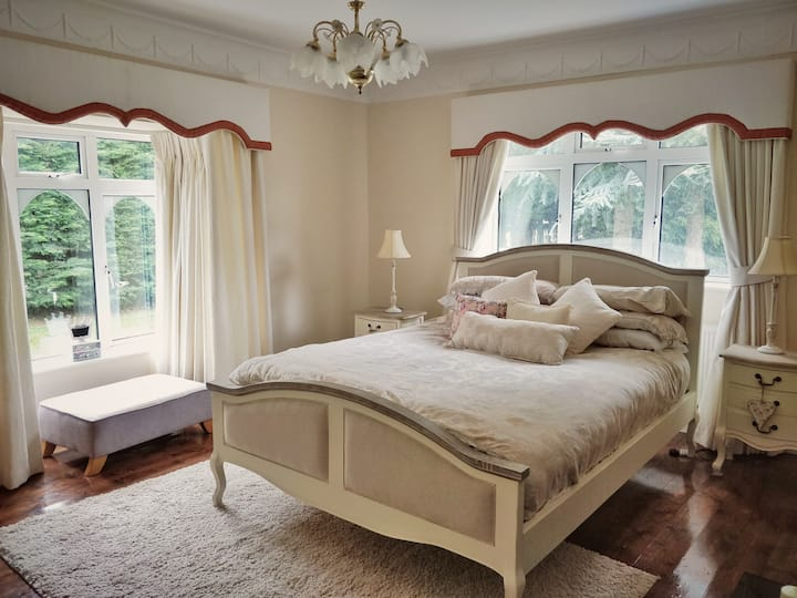 Beautiful Home in The Curragh- 1 Queen bed