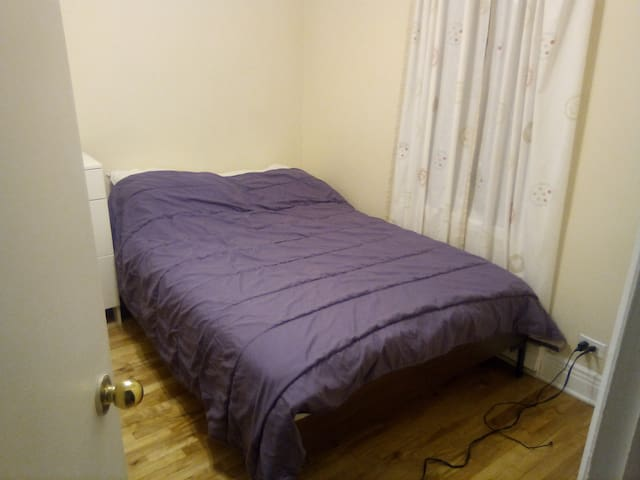 Clean DOUBLE room with a $5 optional BIG breakfast