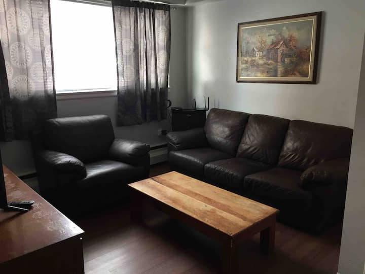 Comfy apartment close to Queens KGH & Downtown