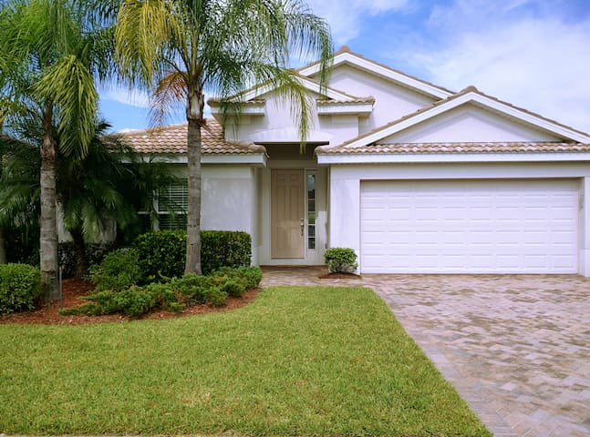Single Family Home at Ave Maria, FL