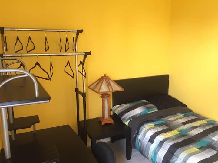 Cozy Bedroom w/ balcony @ York University, Toronto