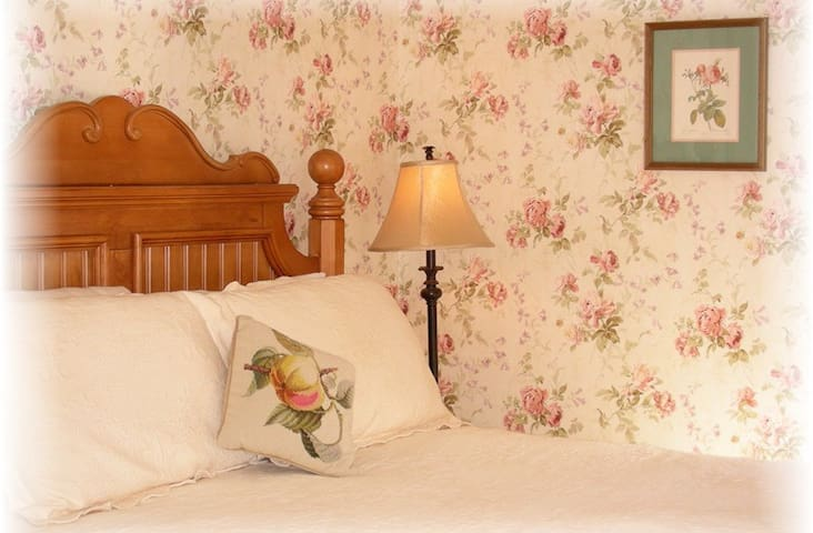 Quite room in historic New England style B & B - Warner - Bed & Breakfast