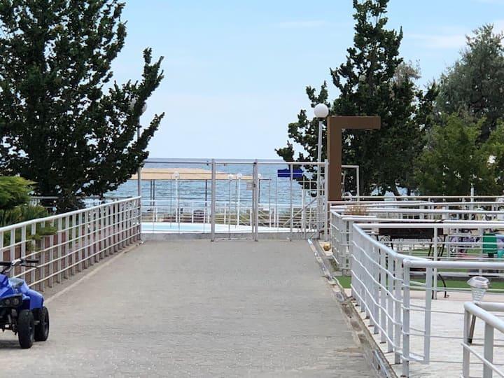 Коттедж 1-й линия у моря, детская площадка, 6 мест