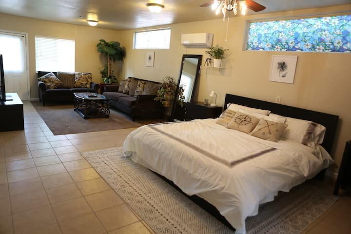 Fair Oaks Single House,Stay 4 People, Cal King Bed