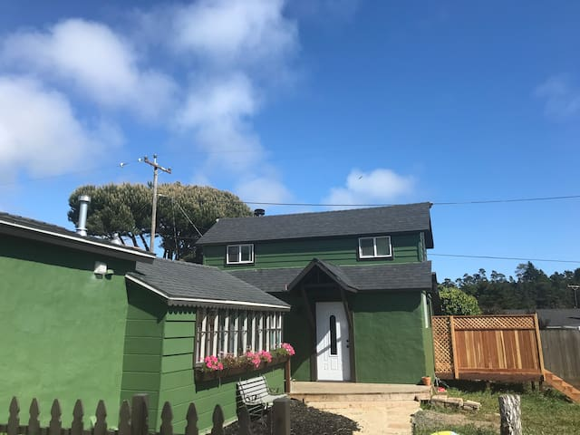Spring and Summer in Coastal Cambria (sleeps 6)