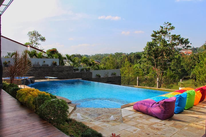 Istana Savage - Luxurious Villa @ Sentul Highlands