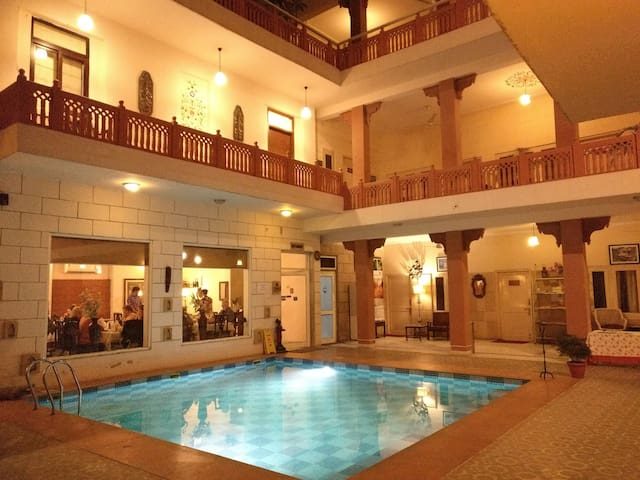 Pink City Special - WiFi + Pool + Pick Up