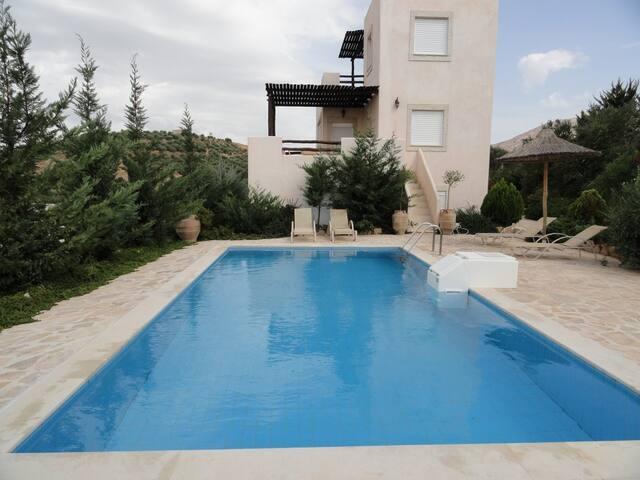 Hill side comfortable villa, sunset, mountain v... - Iraklio - Villa