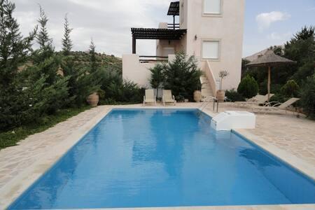 Hill side comfortable villa, sunset, mountain v... - Iraklio - วิลล่า