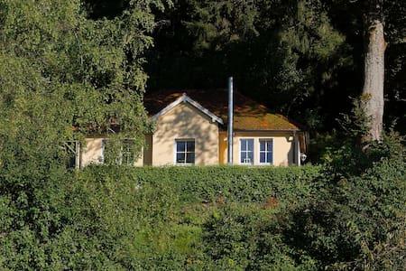 Ferienwohnung in traumhafter Lage über Ravensburg - Ravensburg - Bungalou