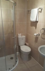 Cosy double ensuite room - High Wycombe