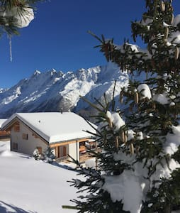 Ski in Ski out! Luxury Ski Chalet - Wiler - Hus
