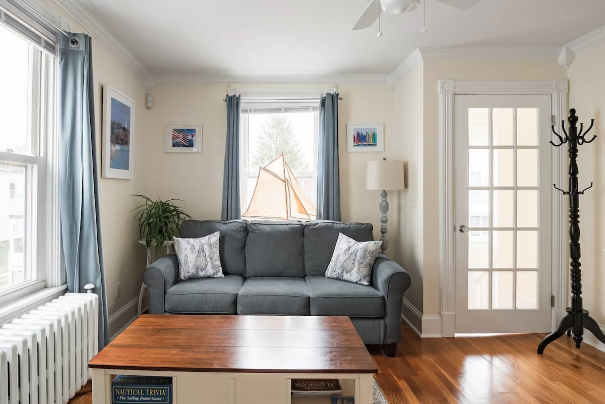 Second Floor Retreat in Central Newport