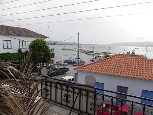 Zimmer mit Aussicht direkt am Fischerhafen - Lesvos - Talo
