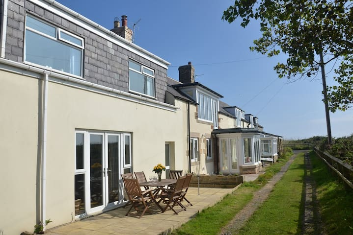 Rainbow Cottage - Just yards from the beach - Low Hauxley