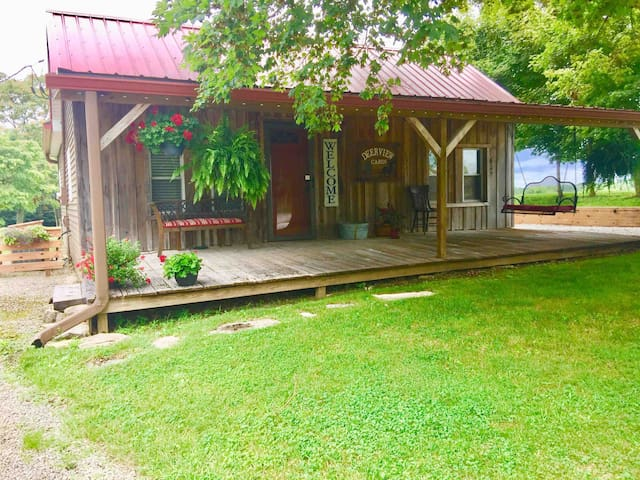 Deerview Cabin Your Romantic get away!