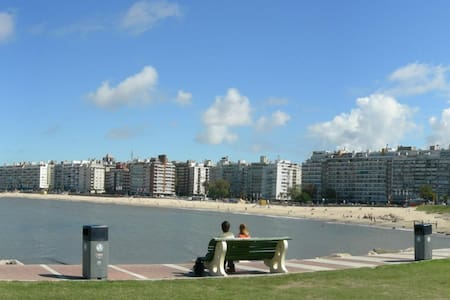 Next to the sea / double, single / 20 min downtown - Montevideo - Daire