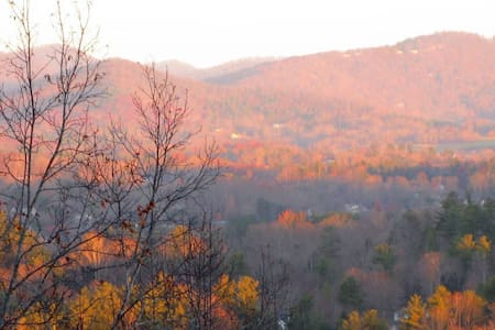 Roomy Private Entrance, Breakfast & Mountain Views - Hendersonville