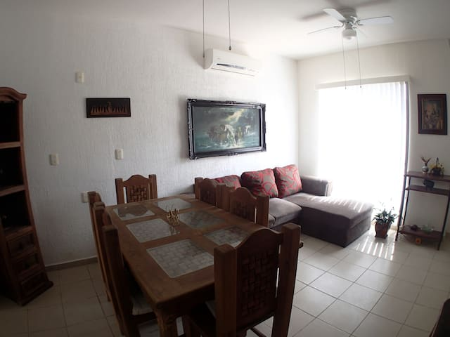 Entire home for the price of a room! - Cancun - Dům