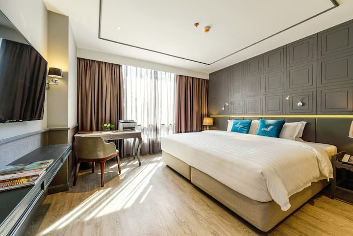Contemporary Suite Room with BTS Asoke!!