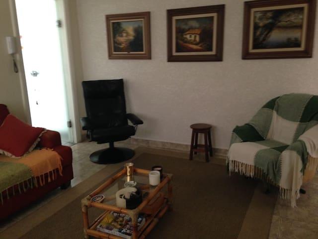 Suite casa próxima ao museu Ipiranga/1 garagem - São Paulo - Dom