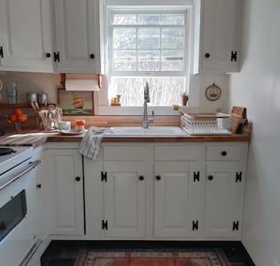 Little Eastham Cottage on 1/2 acre+Outdoor Shower