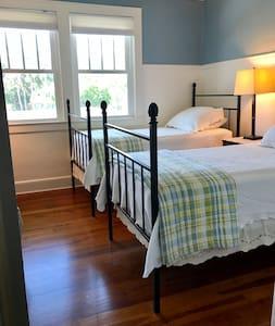 Historic River Home - BLUE ROOM