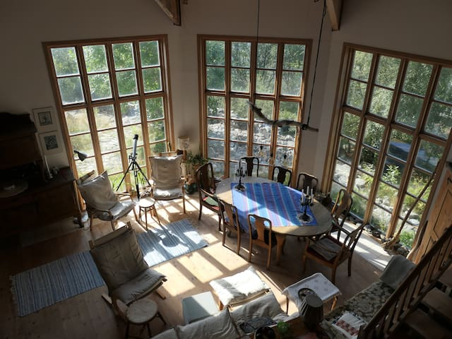 Living room with high ceiling seen from the gallery (the dining table can be drawn out even more)