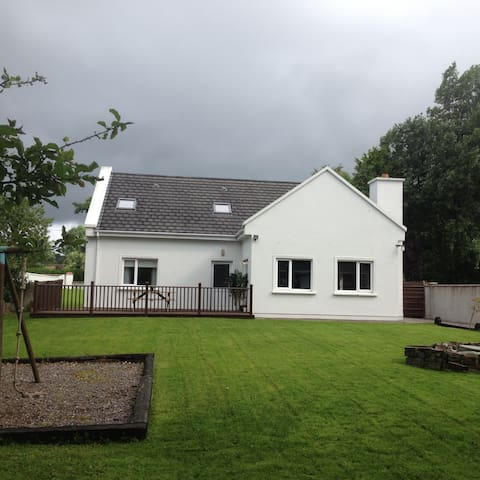 "Large Country Cottage on the ""Wild Atlantic Way"" - Tralee - Ev"