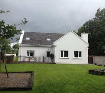 "Large Country Cottage on the ""Wild Atlantic Way"" - Tralee - Talo"