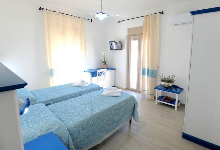 ***INAH Rooms*** 180 degree view