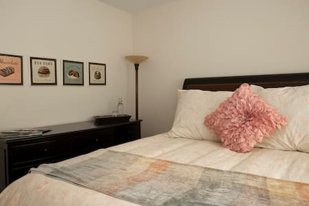 Cozy Westlake Village Guest Room - Westlake Village
