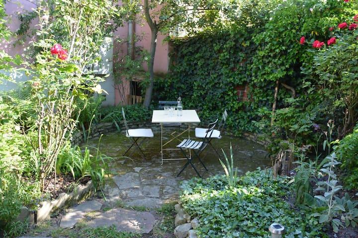 Logement entier dans maison avec jardin et parking