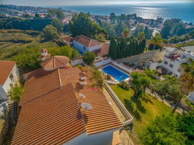NEW! Villa Zahara Wi-Fi, Pool, Garden, Sea views