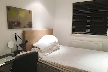 One Double Bedroom in City Centre - Birmingham