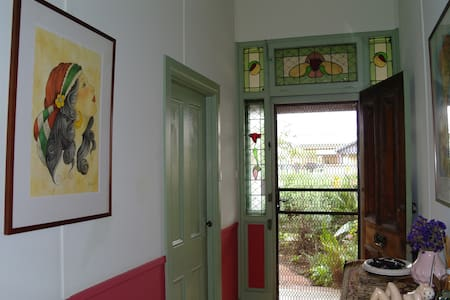 Charming, eclectic, relaxing c1900s Summer Cottage - Glandore