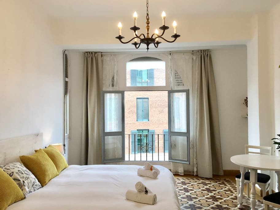 Beautiful room in the historic center of m laga bed for Beds 4 u malaga
