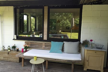 Cozy house/70 m2 terrace (1 hour from Copenhagen) - Føllenslev - Stuga