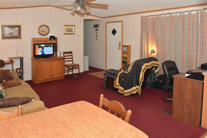 Cozy Room in Mobile Home for Short-Term Stays