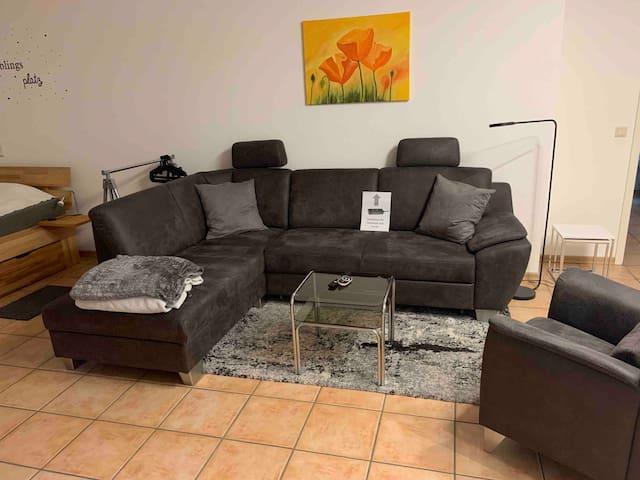 großes Sitzecke mit Canapé und Sessel
